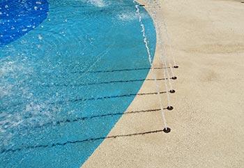 Piso para piscina drenante de borracha