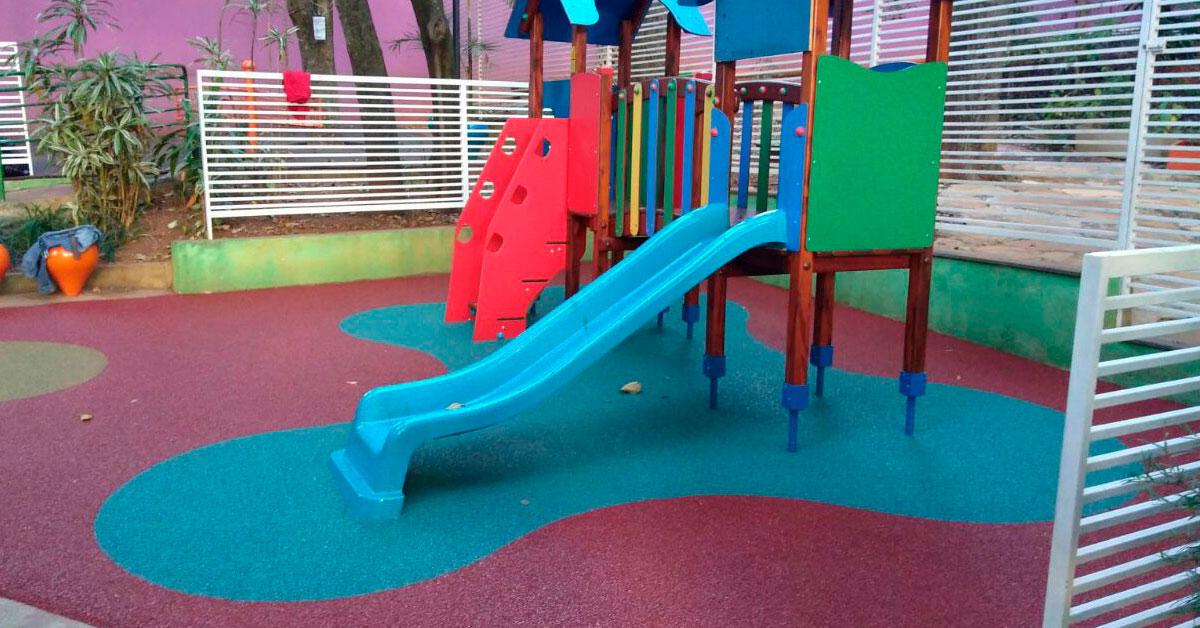 Piso para playground PIsoleve no Colégio Santa Dorotéia