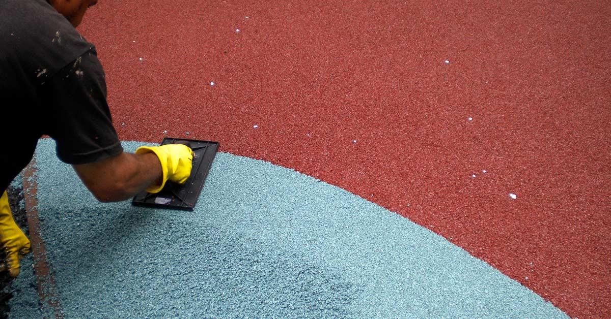 aplicação e secagem do piso de borracha de pneu reciclado para playground