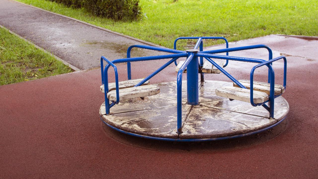 piso de borracha drenante para playgrounds resistente a fatores externos