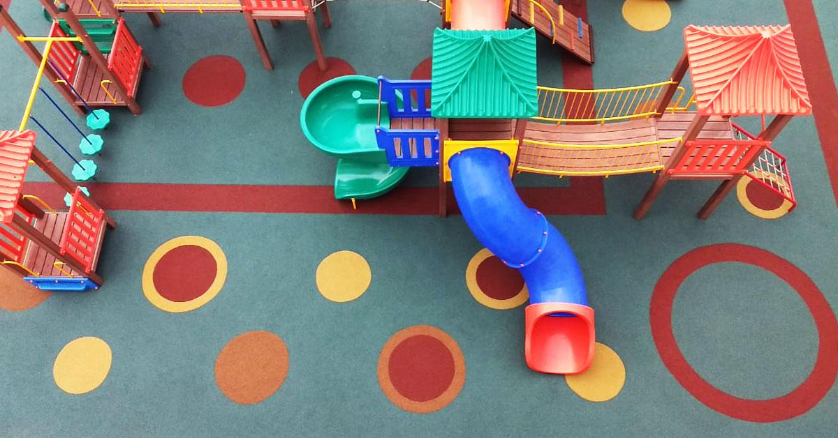 ideias diferentes para playgrounds com piso de borracha