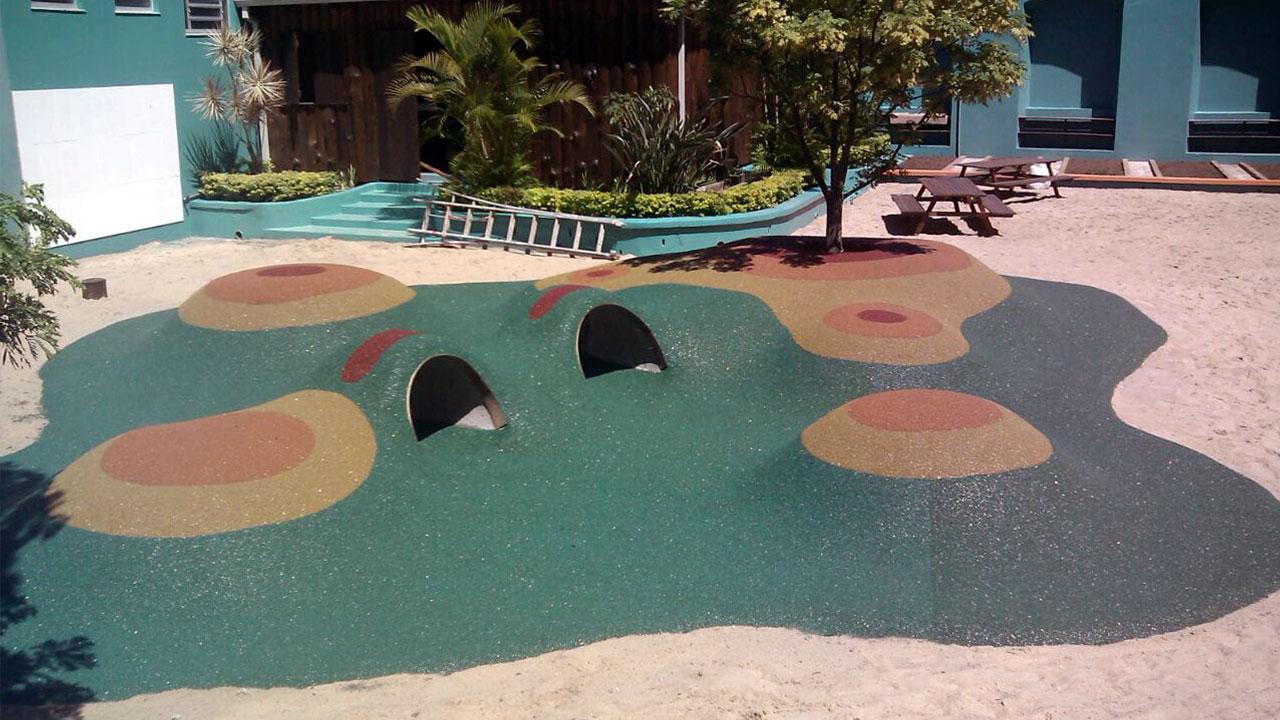 piso para playground em área externa em diversos formatos e texturas